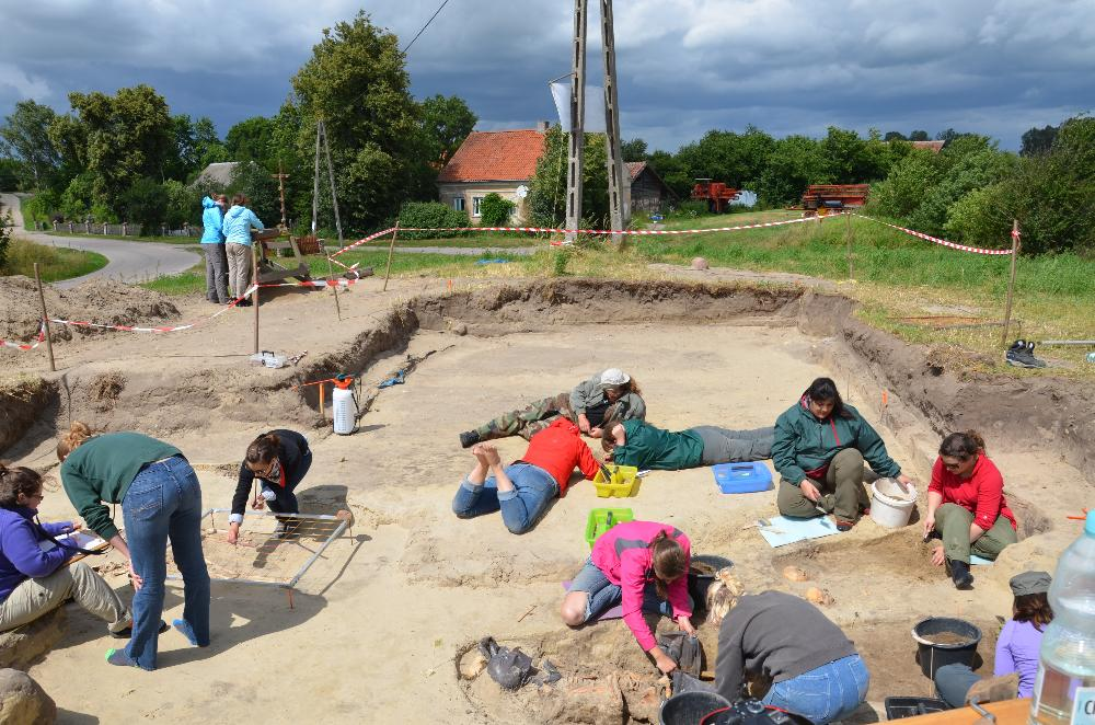 Students digging on site