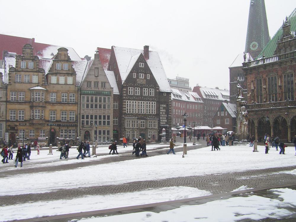 bremen marktplatz shops with snow schalcte walking - Hochschule Bremen Bewerbung
